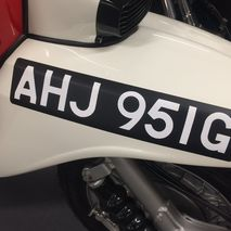 Front number plate straight set black/white adhesive
