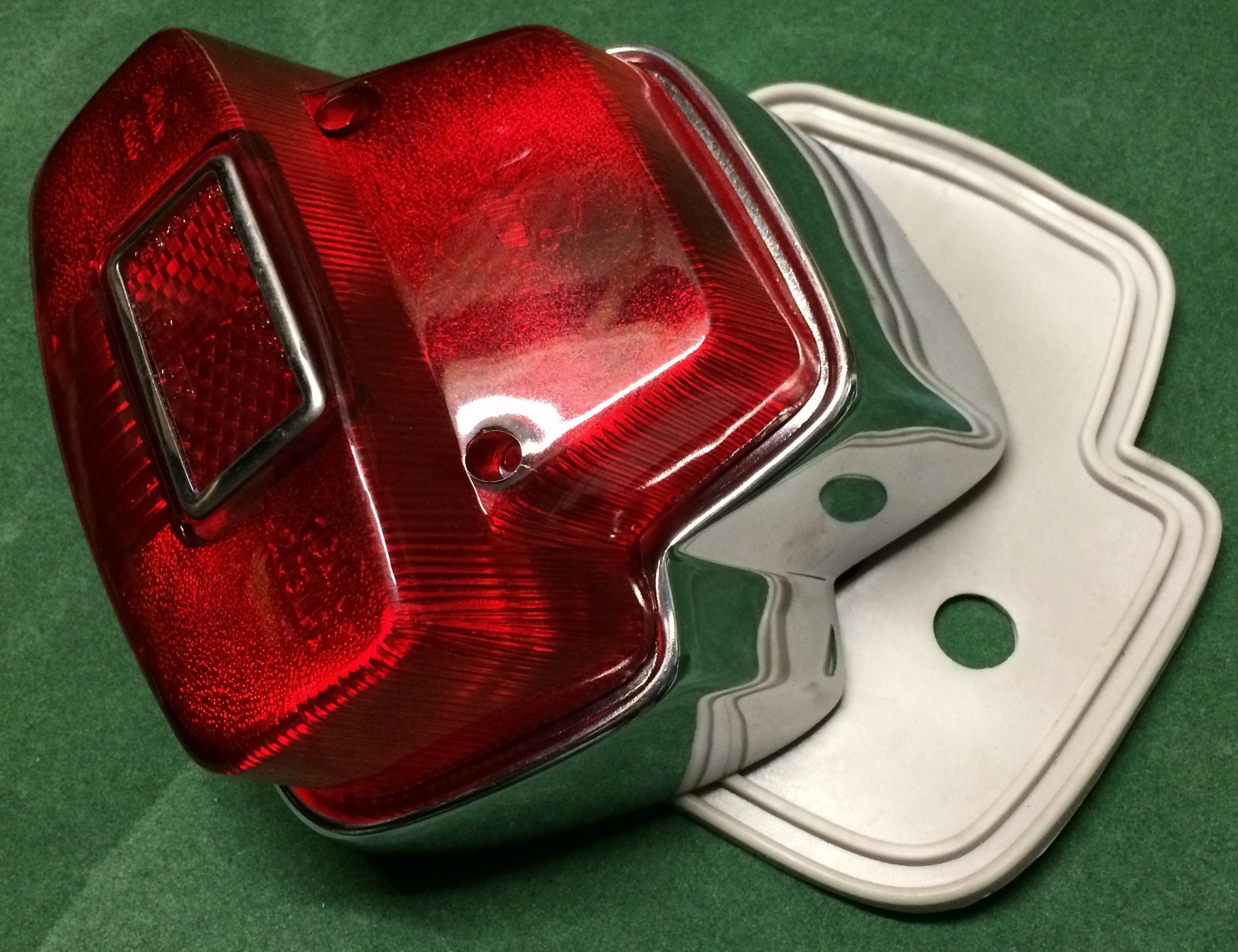 Vespa PX Scooter REAR LIGHT TAIL LAMP UNIT c//w CHROME SURROUND includes BULBS