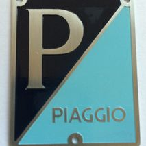 vespa VNA 125 PIAGGIO horn cover badge