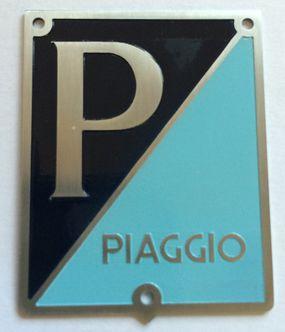 vespa VNA 125 PIAGGIO horn cover badge image #1